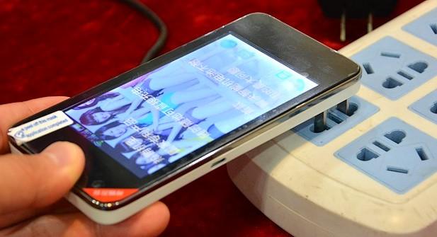 Folosirea incarcatorului de telefon la priza sau pe USB