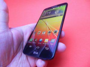 LG G2 – interfata, performanta si baterie
