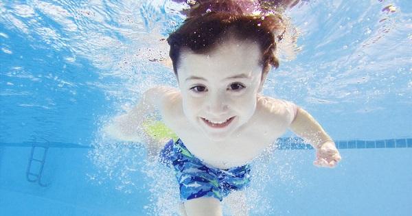 Beneficiile mintale ale inotului pentru copii