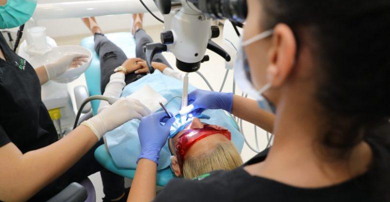 Caracteristicile de bază ale unei clinici stomatologice moderne. Cum alegi pe mâna căror medici să mergi